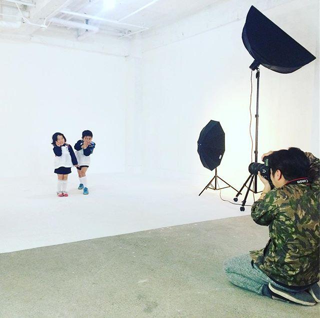 カメラマン泣かせの子どもたち。卒園記念に兄妹そろって撮影#スタジオ撮影 #卒園記念 (Instagram)